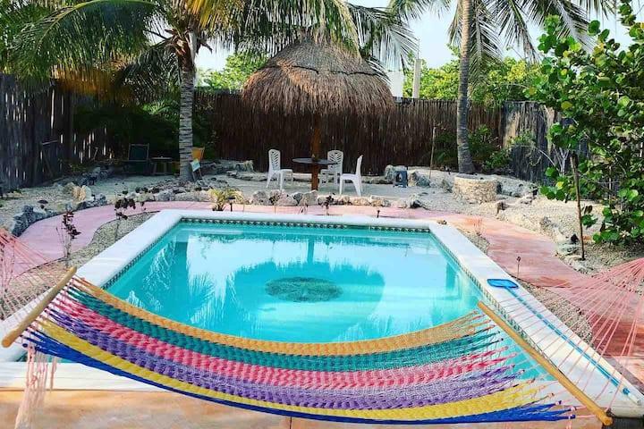 2 B/R Beach House- Nice Pool - Fenced Private Yard