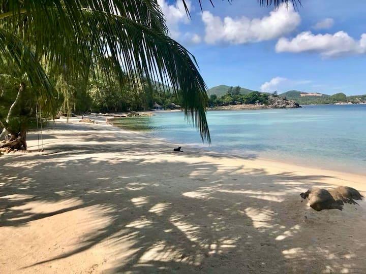 1 Bedroom / 1 Bath at Coconut Beach Bungalows (A6)