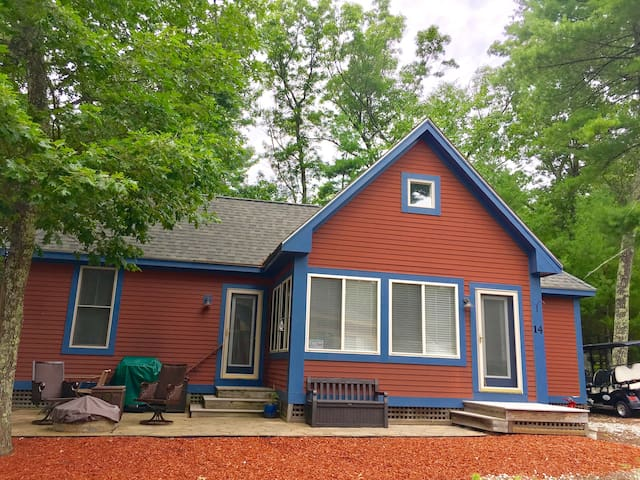 Awesome vacation cottage in fun filled community