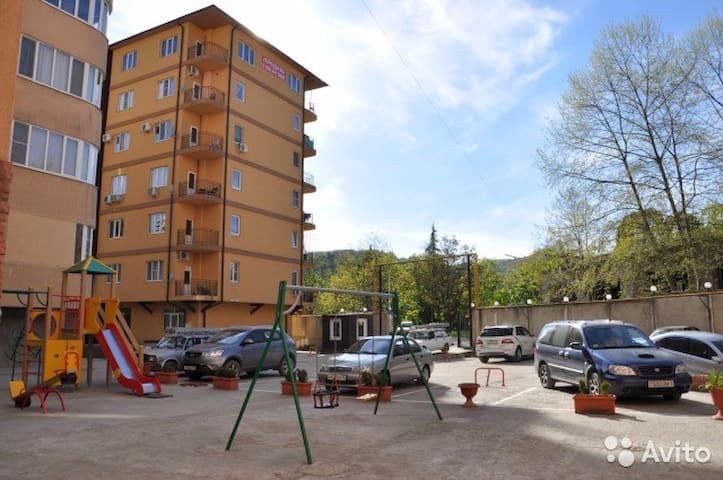 квартира в доме с закрытой территорией - Sochi - Pis