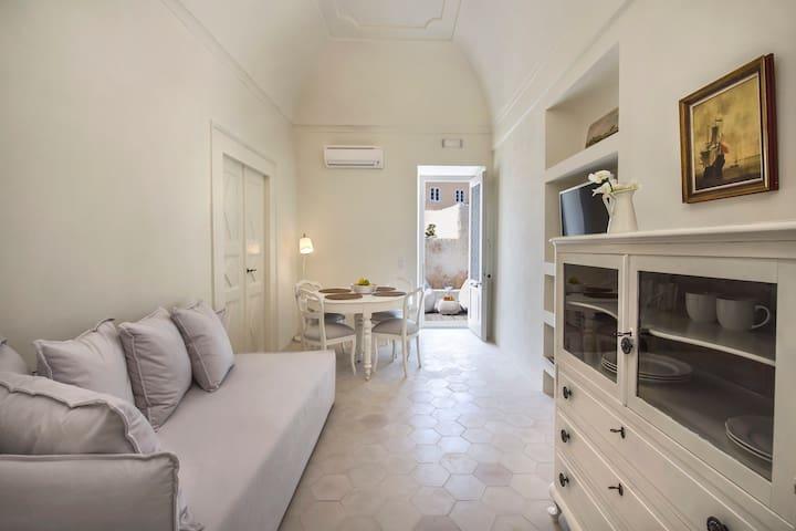 Dimael Mansion White Classic Suite