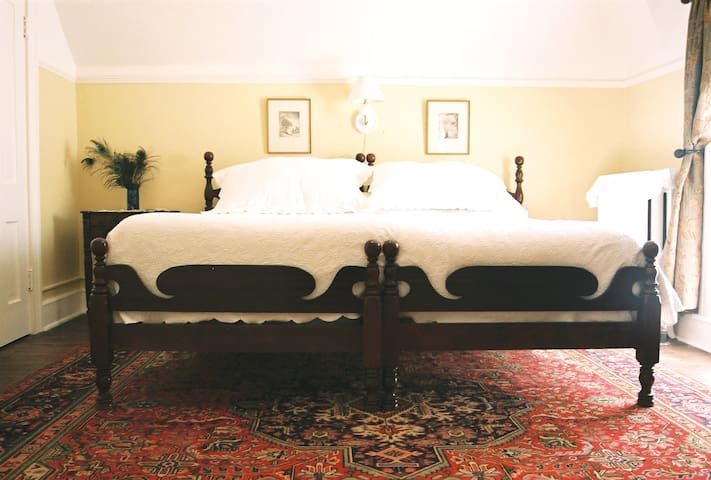 The 1899 Inn Bed & Breakfast (Apishapa room)