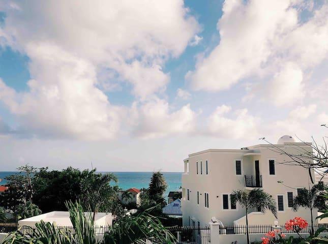 Private Townhouse w/ Ocean view. Pelican Key SXM
