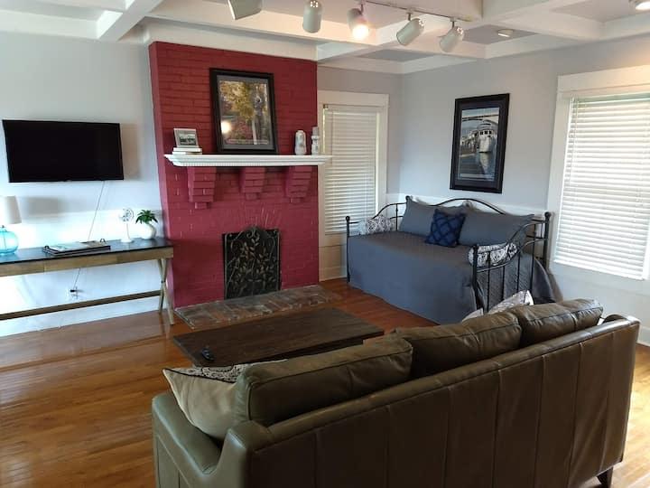 Colorful, comfortable, convenient Cottage