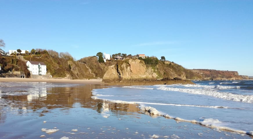 Sunny Cove-Beach front property .Tenby - Tenby - Appartement