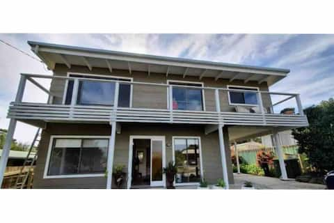 Ocean Court Holiday House | Lakes Entrance