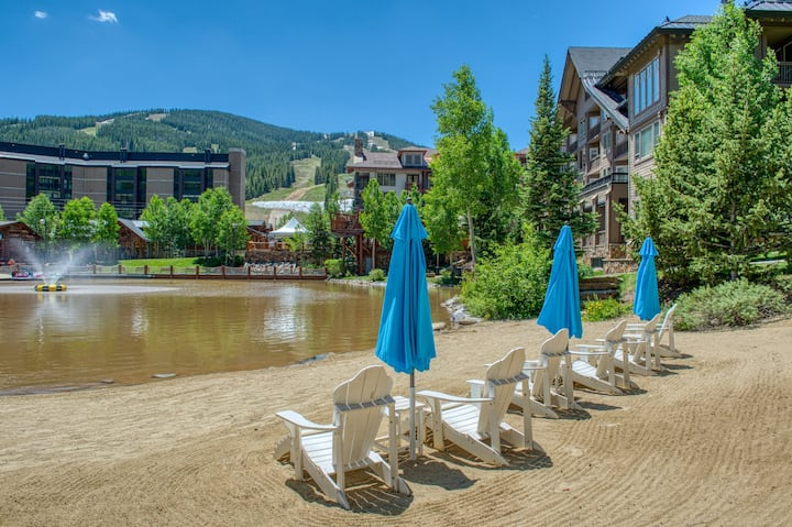 Mountain view suite w/ shared hot tub & private sunroom - steps from skiing!