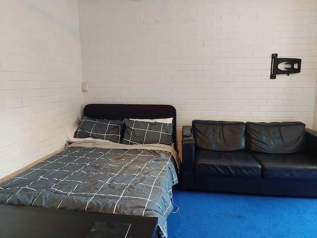 Sharing studio apartment