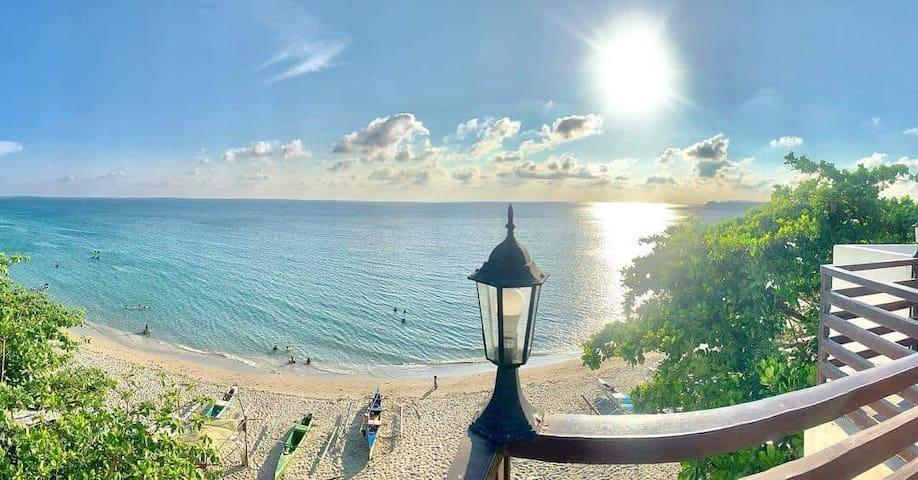 Oceanaire Luxury Apartments- Beach front unit