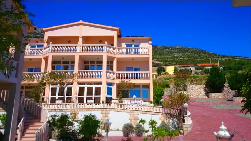 Villa Antonio orebic -peljesac  - โอเรบิค - ที่พักพร้อมอาหารเช้า