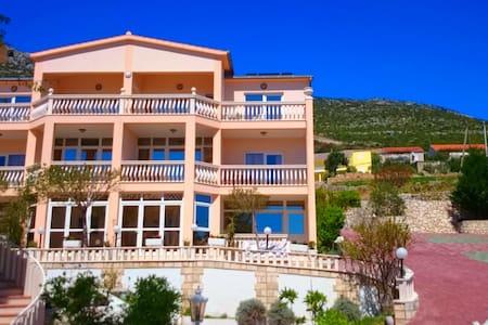 Villa Antonio orebic -peljesac  - Orebić - Bed & Breakfast