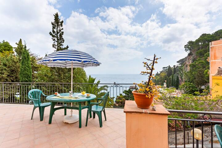 Mazzarò Apartment with Terrace and Sea View