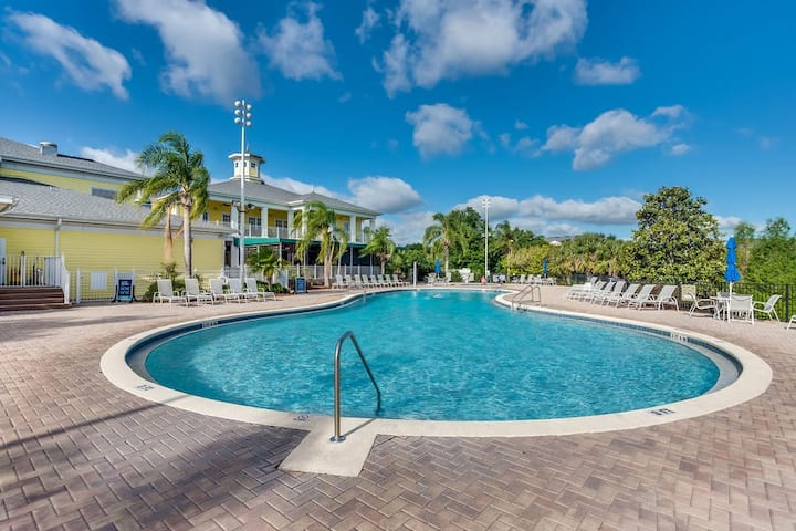 New! Updated Apartment Close to Pool