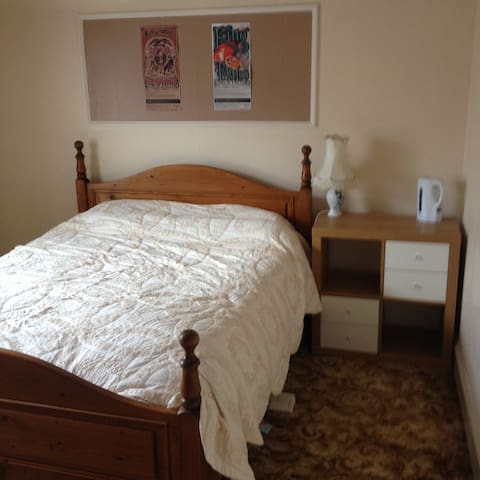 Double bedroom in Victorian house in Nairn