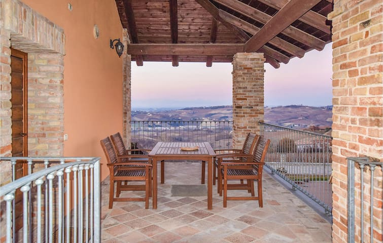 Semi-Detached with 1 bedroom on 70 m² in Castagnole delle Lanze