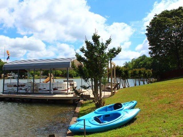 Check out this cozy lake home! 70 Rave Reviews!
