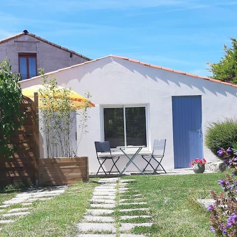 Petite maison  avec jardin 5 min de la plage