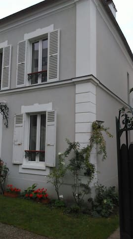 Cute studio well equipped 25 min away from Paris