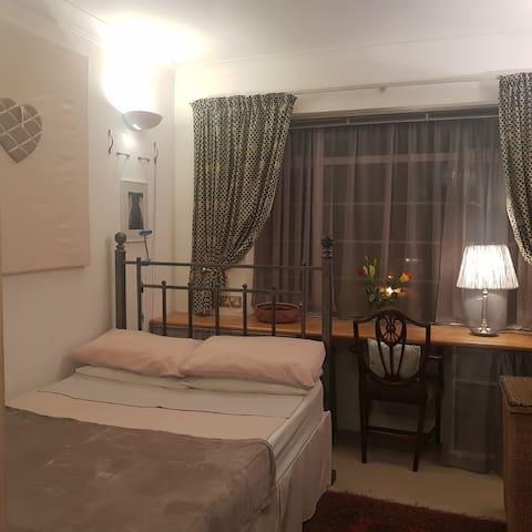 Cosy Double room in Kensington