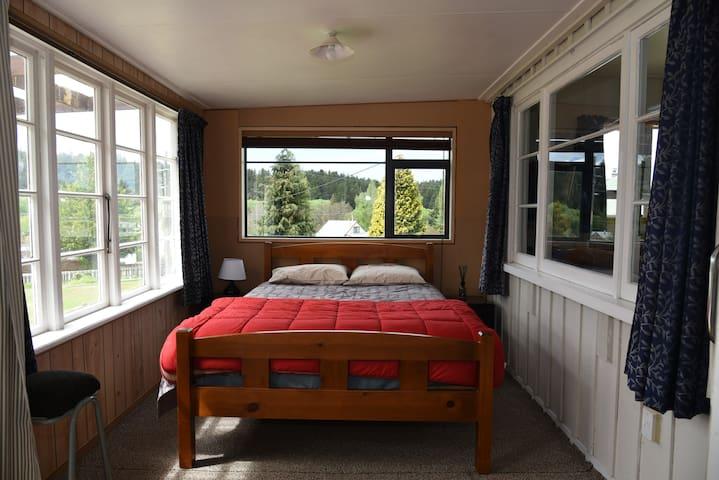 House Bedroom 2 - Queen bed