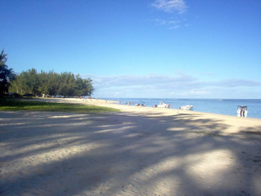 BEAUTIFUL BEACH CLOSE TO THE APPARTMENT 3 MINS WALK CLOSE TO RESTAURENTS