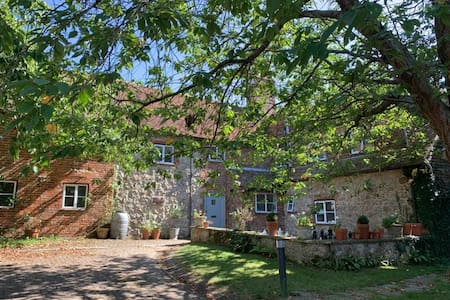 Characterful rooms in Farmhouse, near to the coast