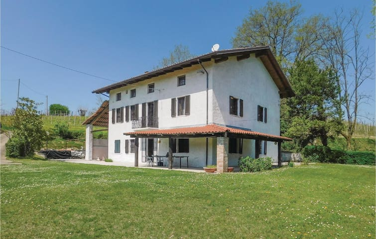 Holiday cottage with 5 bedrooms on 400m² in Nizza Monferrato (AT)