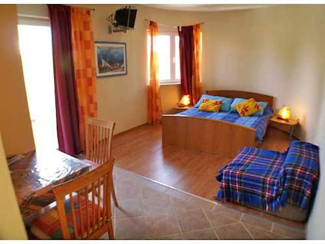 Studio Apartment, beachfront in Jelsa - island Hvar, Outdoor pool, Terrace