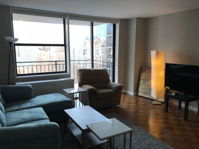 Spacious furnished room in midtown