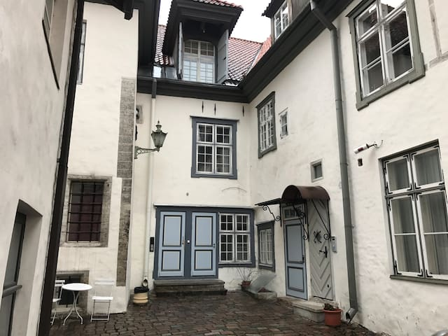 Medieval Bishop`s House Apartment - Tallinn - Byt