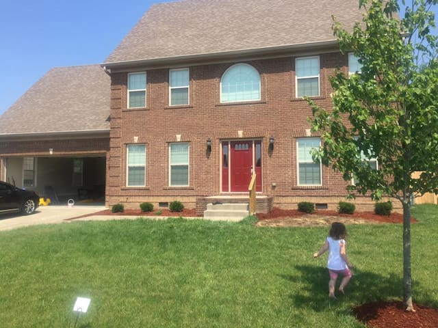 3 bdr, 2.5 bath, Nice Neighborhood, Beautiful home - Nicholasville