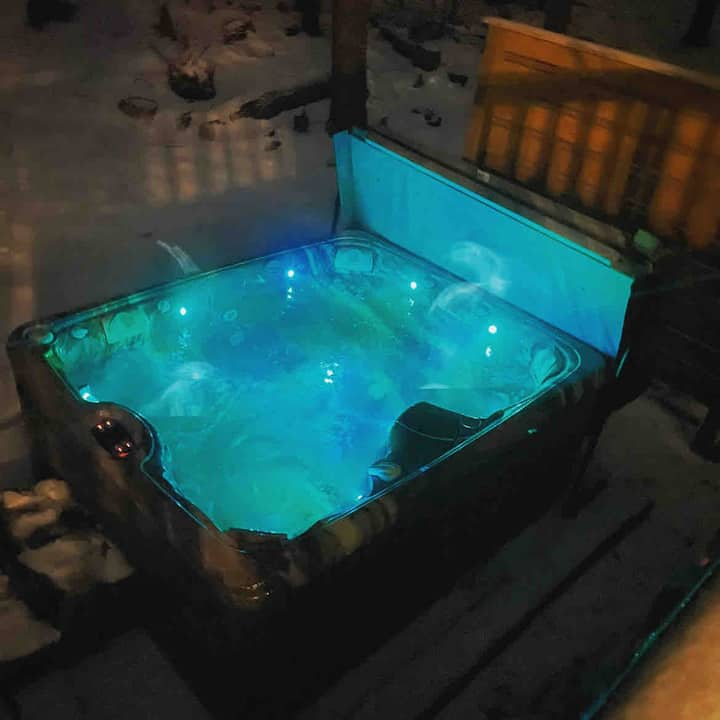 Cozy Cottage in Lake Community w Private Hot Tub