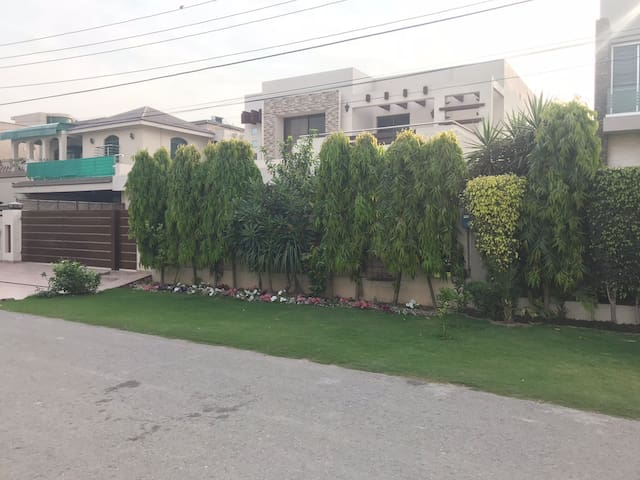 BEAUTIFUL FULLY FURNISHED VILLA DHA PHASE 4 Lahore