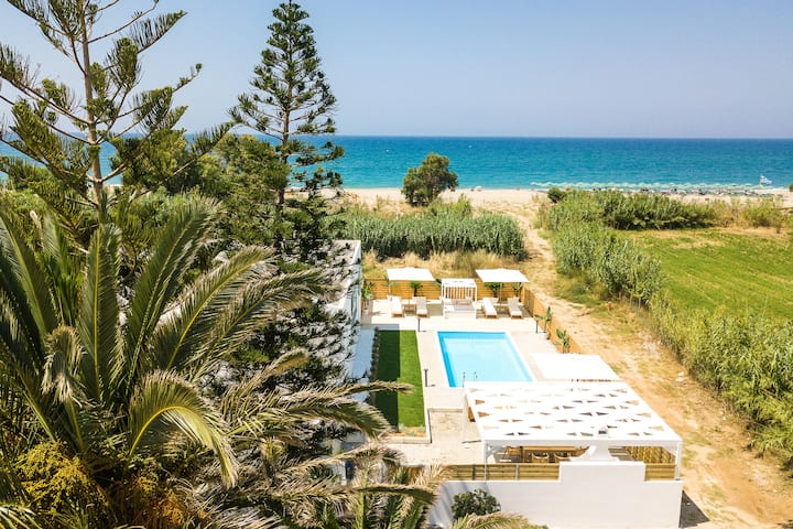 Mavi Beachfront Villa - star of the sea!