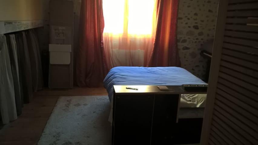 chambre de 28m² avec salle d'eau privée - Jurançon - Dům