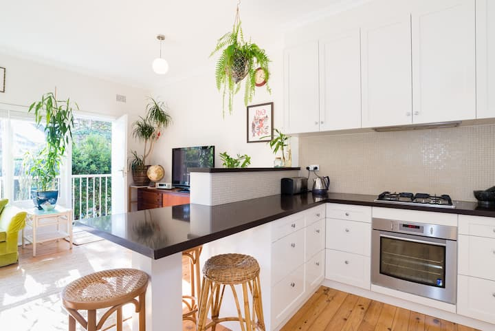 Sunny Garden Apartment at Manly Beach