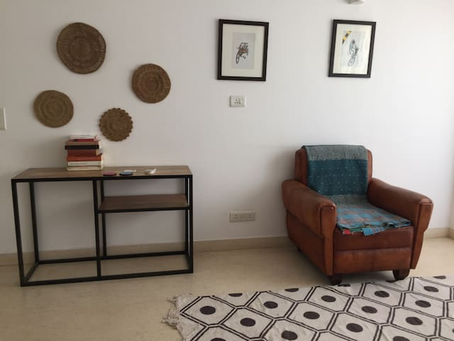 French-owned 2 bedroom apartment in South Delhi - New Delhi - Lägenhet