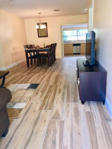 Ft Lauderdale 3 miles to Beach/Casino/WiltonManors