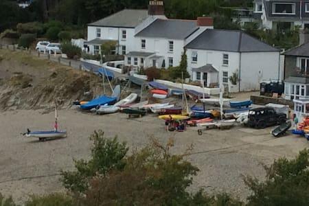 Lovely traditional Cornish beachside cottage - Helford Passage