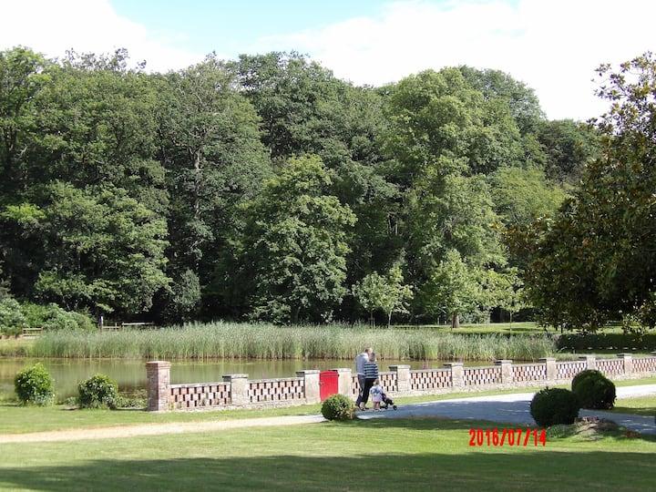 Maison de campagne dans domaine forestier privé