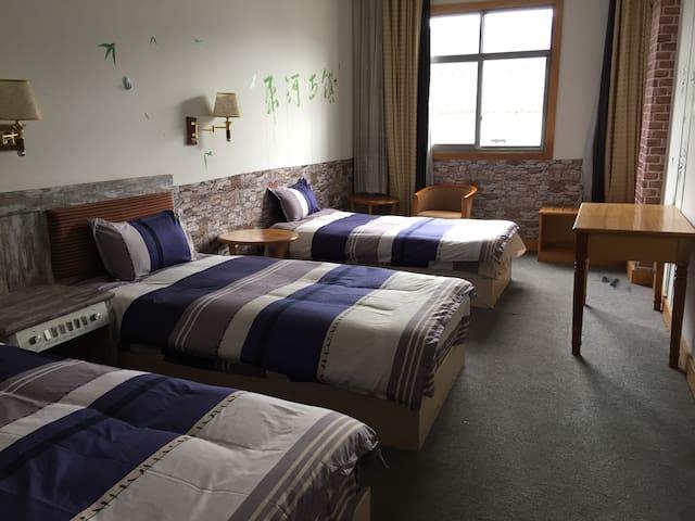 小厘米青年旅舍三人床