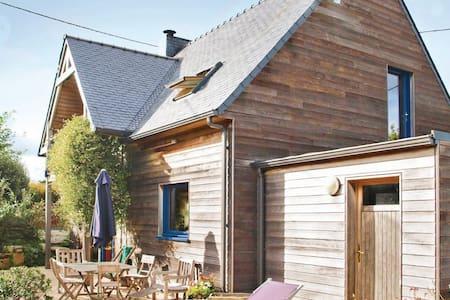 3 Bedrooms Home in Plounéour-Trez #1 - Plounéour-Trez - Dům
