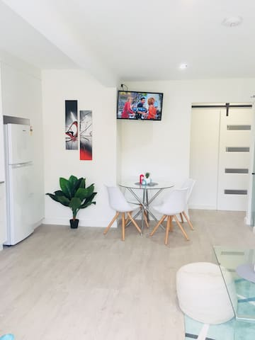 Dee Why Renovated - 3 beds. Walk to Beach/Markets