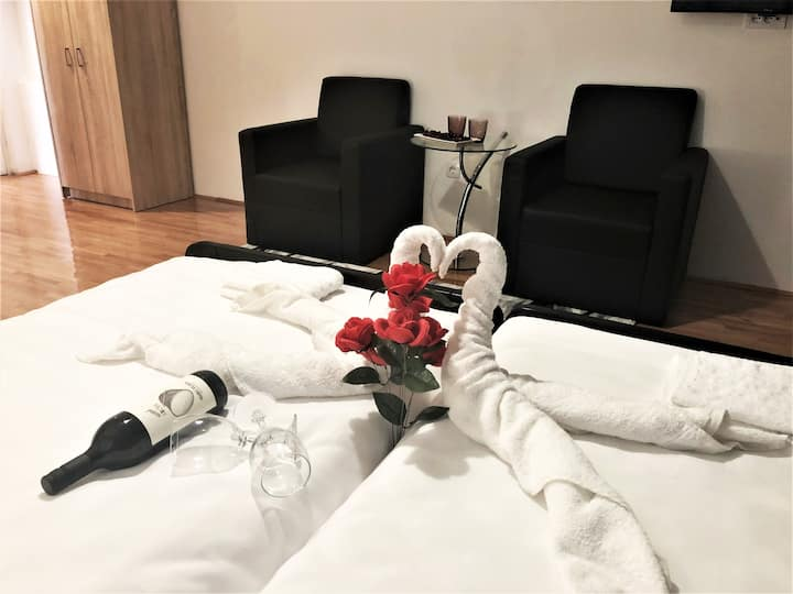 Airport Rest Apartments Double room 3