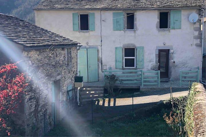 Petite maison chaleureuse au coeur du Sidobre.