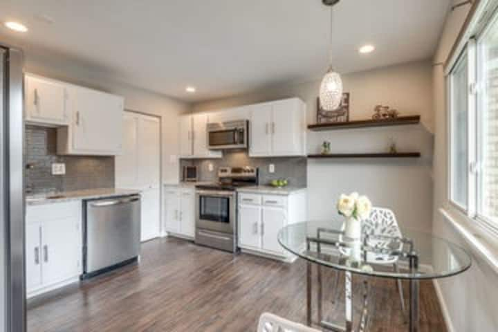 Townhouse located in Herndon