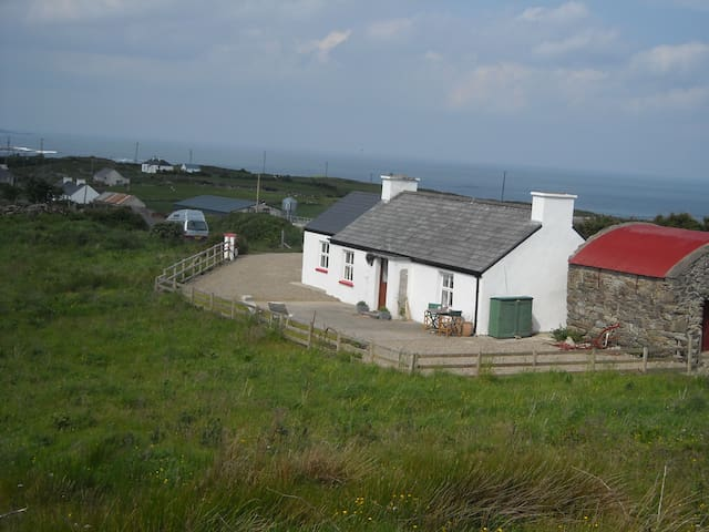Ned's Cottage, Traditional Irish Cosy Cottage