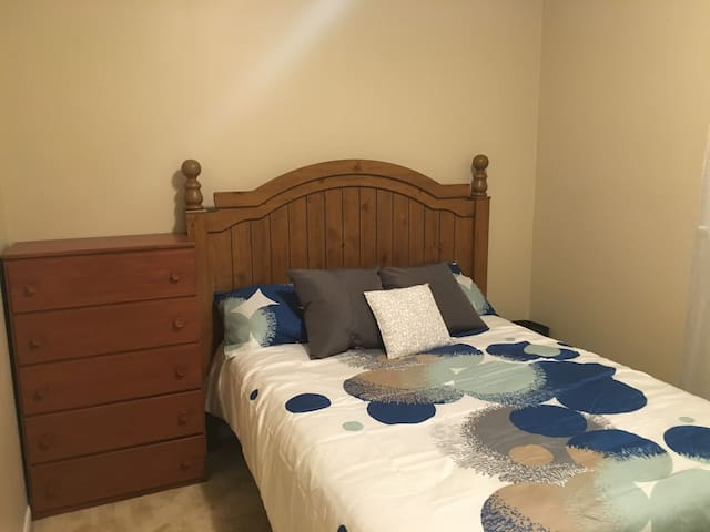 Sunny Bedroom in Farmington MI - Farmington - Talo