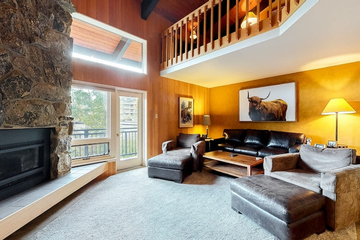 Stylish, ski-in/ski-out studio w/ loft & shared hot tub - short walk to slopes!