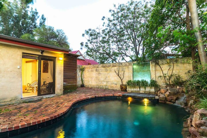 Poolside Oasis - Beaconsfield - Pension